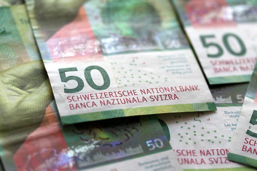 Money Cash Bank Notes Finance  - myshoun / Pixabay
